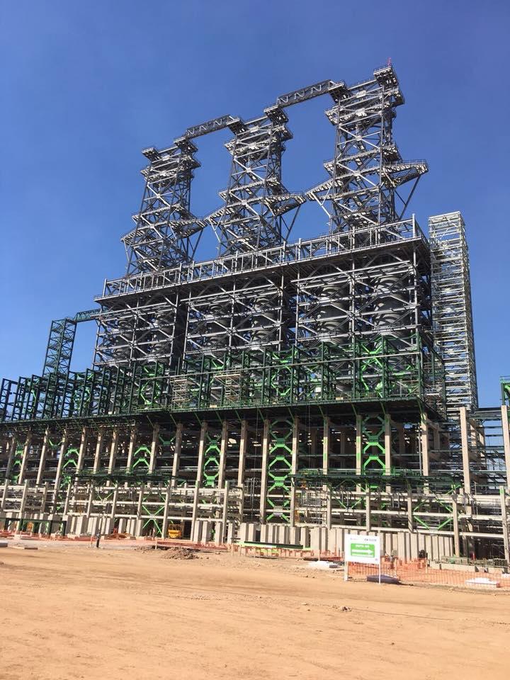Pemex instaló hoy en la refinería Miguel Hidalgo de Tula la torre fraccionadora