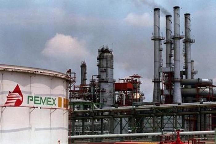 Pemex eliminaría 9,374 empleos en refinerías: Documento Interno
