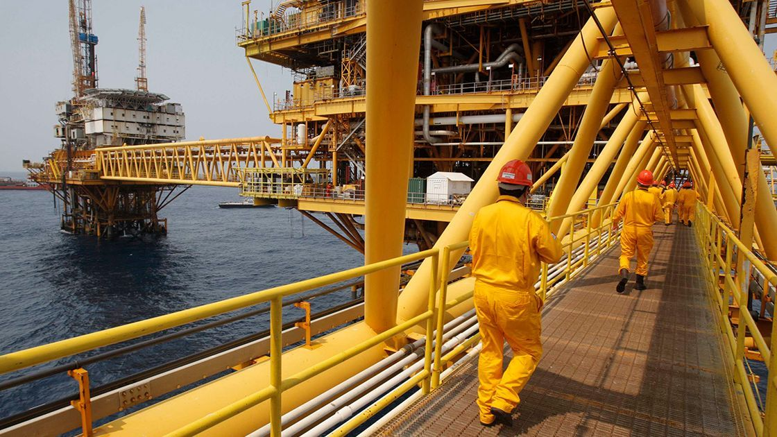Producción nacional de crudo baja 3.3% en agosto: CNH