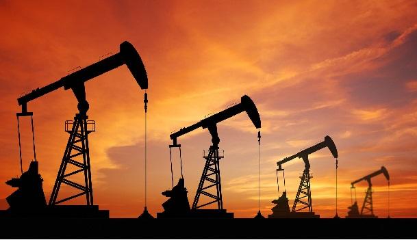 Lunes negro para el petróleo; mezcla de Pemex pierde 3.64%