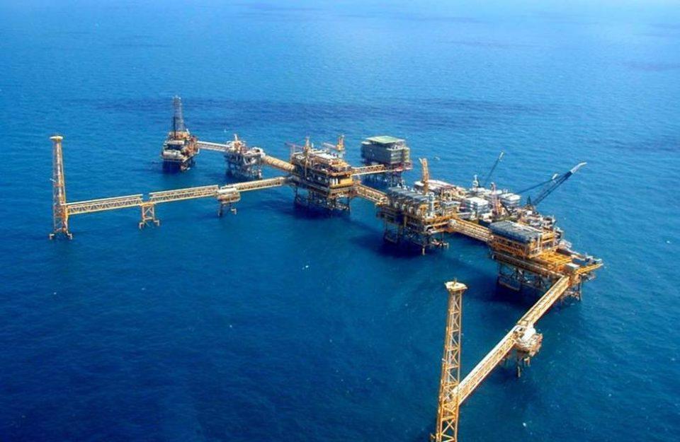 Mezcla de Pemex cierra en 42.95 dpb y gana 31.82% en noviembre