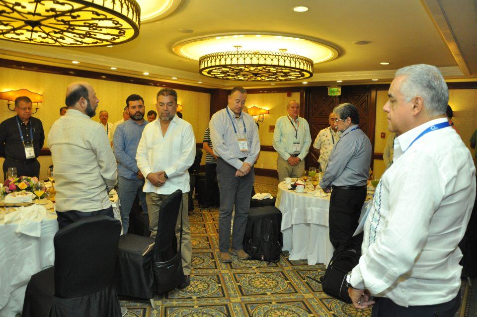 Minuto de silencio en la Convención Internacional de Minería