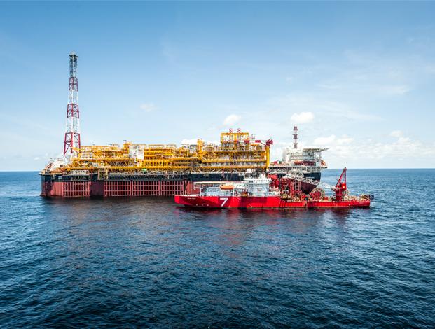 Total compra participaciones en 2 bloques petroleros costa afuera en Angola
