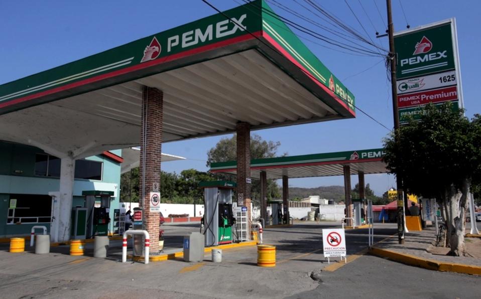 Se desploman 70.82% ventas de gasolina de Pemex