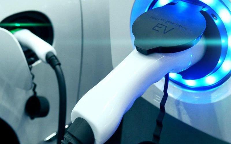 Total instalará 20,000 puntos de carga para autos eléctricos