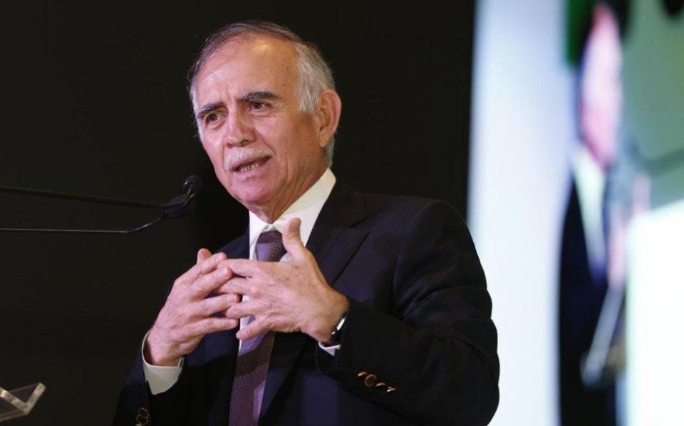 """El jefe de la Oficina de la Presidencia, Alfonso Romo, aseguró que Pemex se ha ido fortaleciendo, por lo que """"ya no hay peligro de perder la calificación""""."""