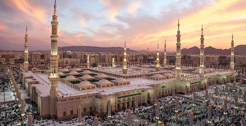 Arabia Saudita se repliega y recorta producción a mínimos de 2002