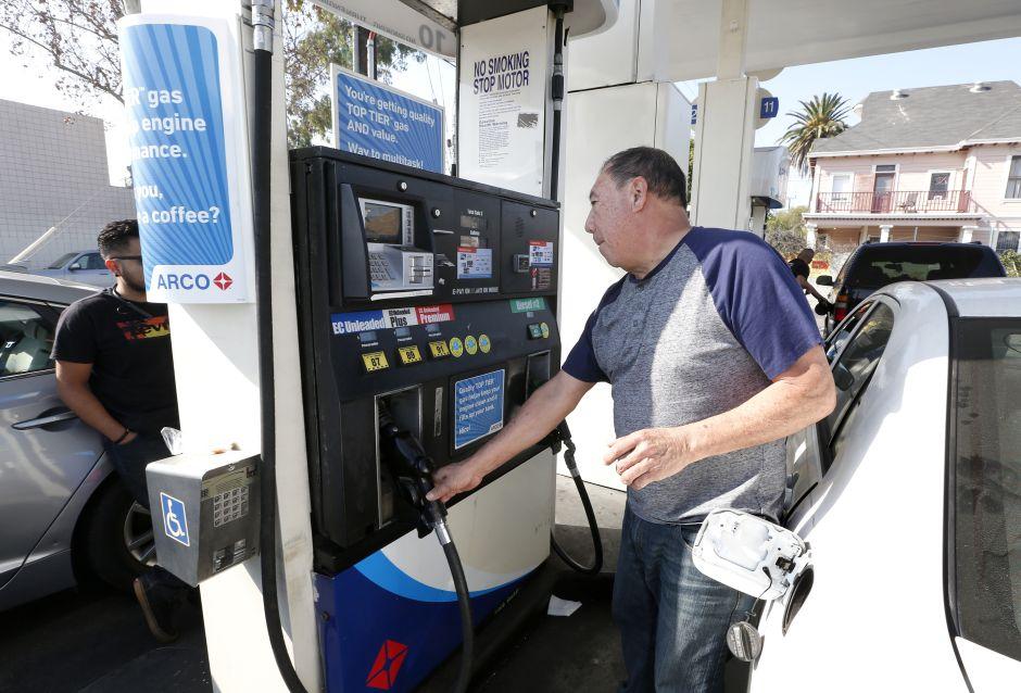 Precio internacional de gasolina acumula caída de 75% en el año