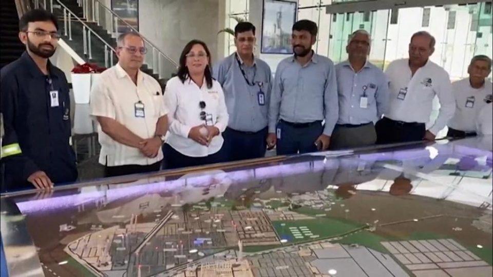 Visita a refinería en Jamnagar, con fines comparativos y experiencia técnica: Nahle