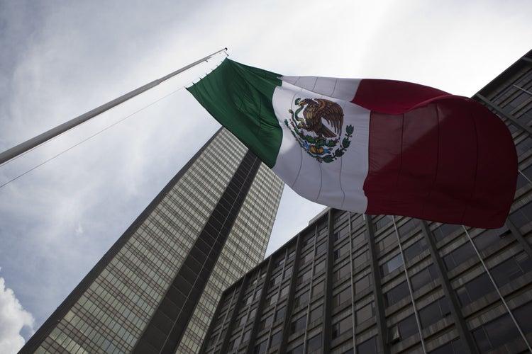 Banxico alerta sobre riesgo financiero de Pemex