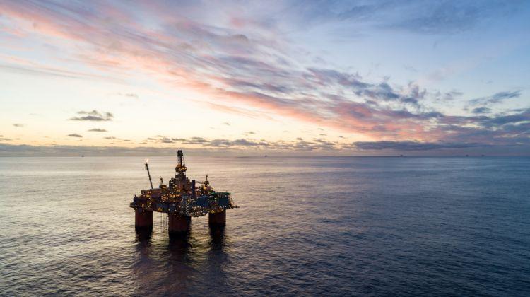 Precios del petroleo escalan a máximos de 2 meses