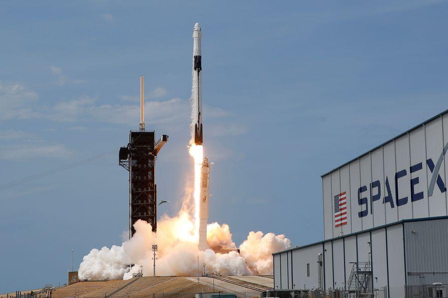 Tesla conquista el espacio y sus acciones vuelan cerca del cielo