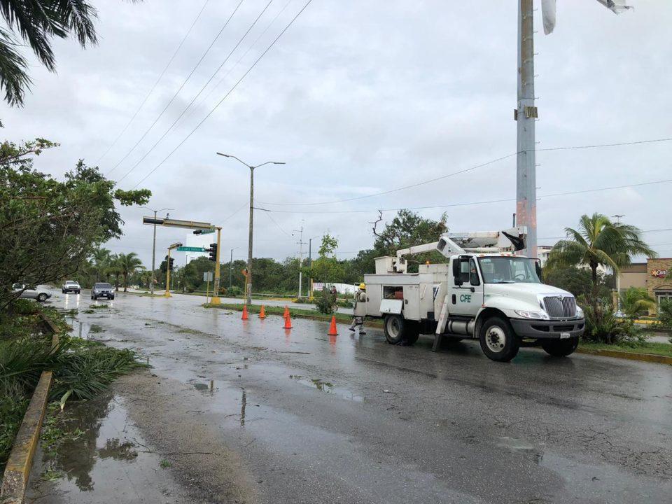 CFE inicia restablecimiento de luz en Península de Yucatán