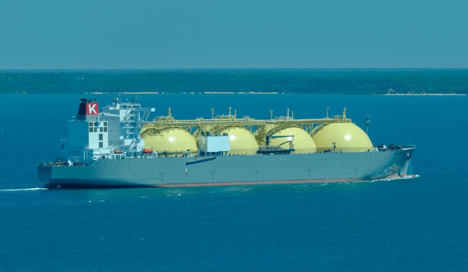 Total envía primer cargamento de GNL neutro en carbono a CNOOC
