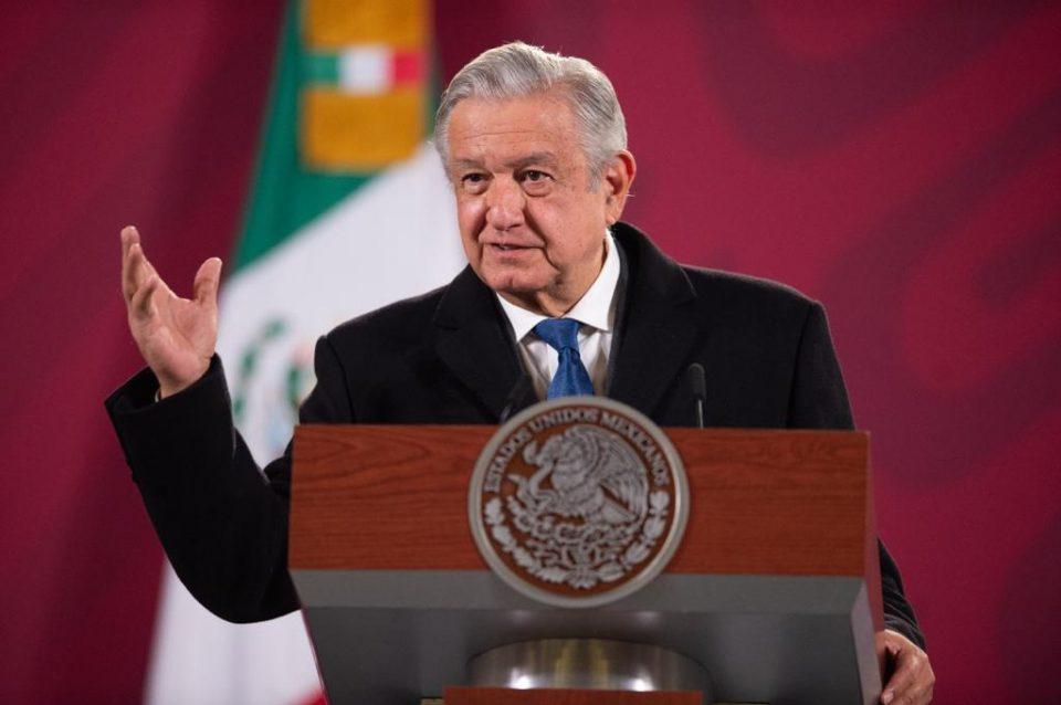 AMLO defiende rescate de Pemex y CFE