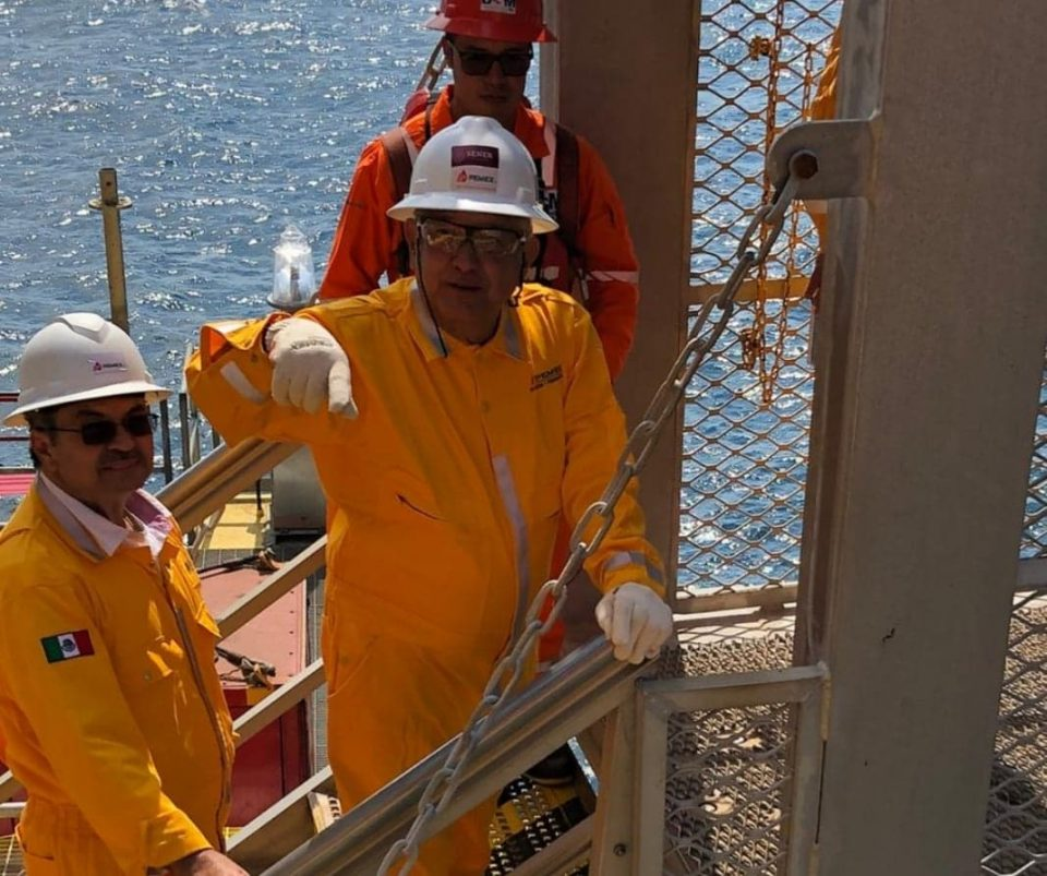 AMLO adelanta que Pemex encontró un gran yacimiento petrolero