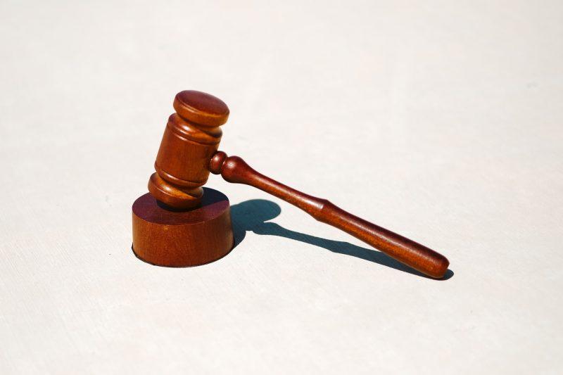 Juez detiene reforma