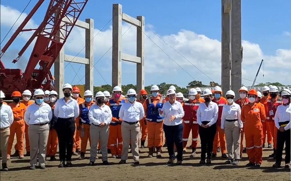 Rocío Nahle destaca trabajo de 1,036 mujeres en obra de Dos Bocas