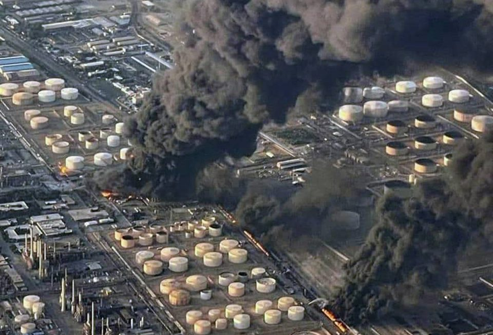 Reportan mega incendio en refinería en Irán