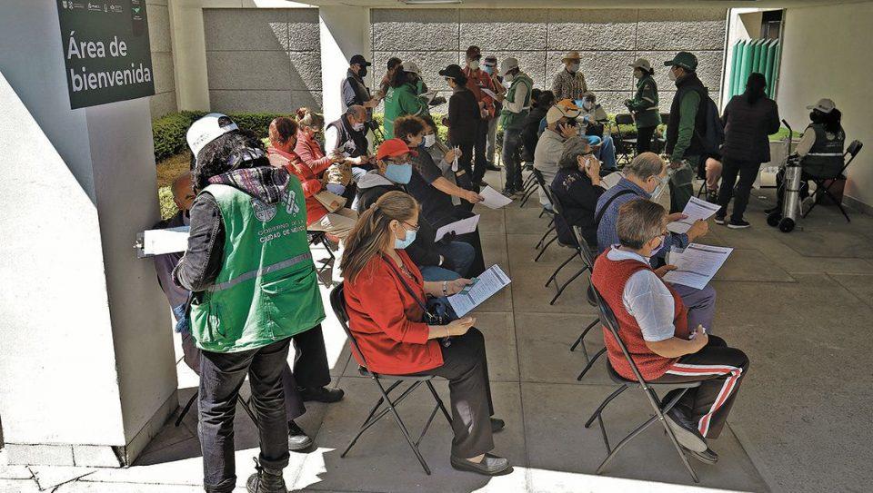 Inicia vacunación para adultos de 40 a 49 años en alcaldía Xochimilco