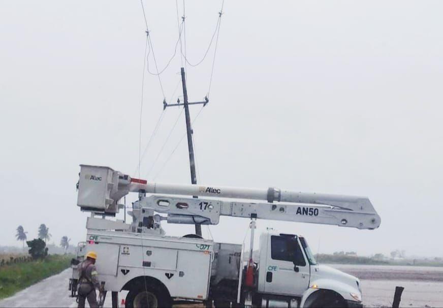 CFE restablece 100% de electricidad tras paso de Grace