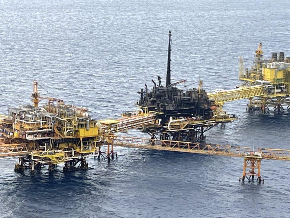 Pemex restablece producción de 421,000 barriles