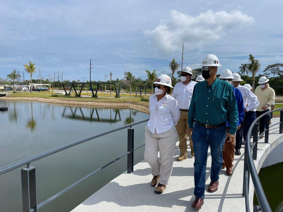 Gobernador de Tabasco visita obra de Dos Bocas
